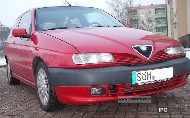 1997 Alfa Romeo  Alfa 145 1.8 Twin Spark Limousine Used vehicle photo