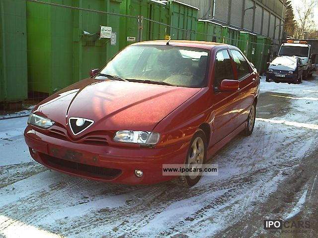 2000 Alfa Romeo  Alfa 146 Twin Spark 1.416v climate holand, papir Limousine Used vehicle photo