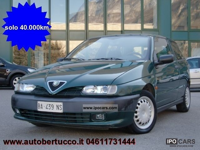 1999 Alfa Romeo  145 1.4i 16v Twin Spark cat L Limousine Used vehicle photo