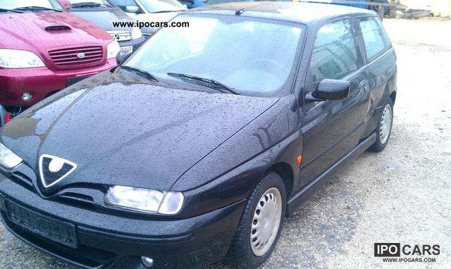 1999 Alfa Romeo  Alfa 145 1.9 JTD Automatic air conditioning Limousine Used vehicle photo