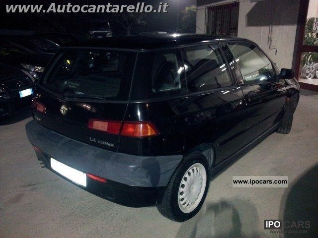 1998 Alfa Romeo  145 1.4i 16v Twin Spark cat Limousine Used vehicle photo
