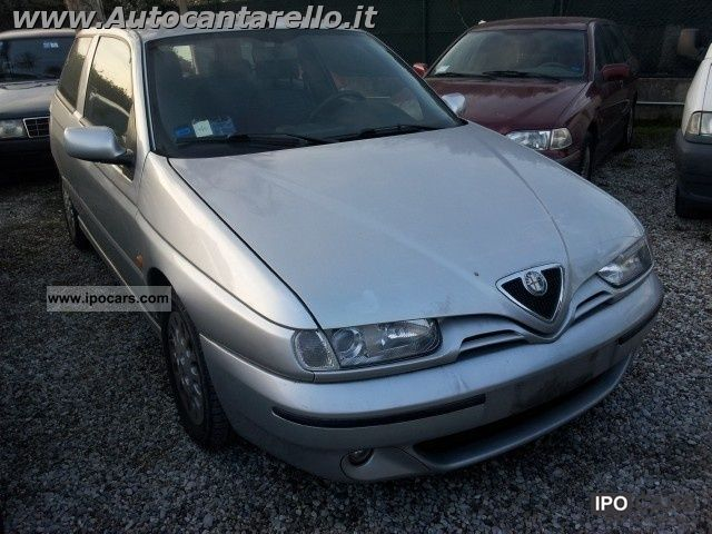 1999 Alfa Romeo  145 1.9 JTD cat Limousine Used vehicle photo