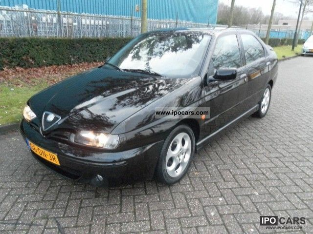 1999 Alfa Romeo  146 1.6 16v Twin Spark L Limousine Used vehicle photo