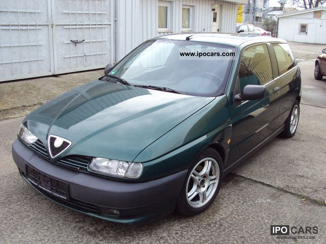 1997 Alfa Romeo  Alfa 145 Klima/17-Zoll chrome / € 2 Limousine Used vehicle photo