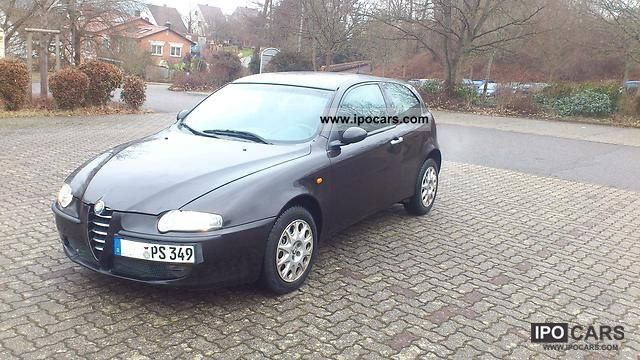2001 Alfa Romeo  Alfa 147 2.0 Twin Spark Selespeed Distinctive Limousine Used vehicle photo