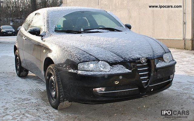 2002 Alfa Romeo  147 2.0 Distinctive T.SPARK Limousine Used vehicle photo