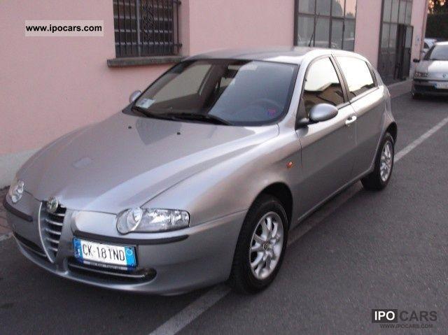 2004 Alfa Romeo  147 1.9 JTD cat 5p. Distinctive Limousine Used vehicle photo