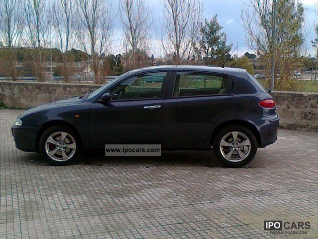 2005 Alfa Romeo  Alfa 147 shows occasione Sports car/Coupe Used vehicle photo