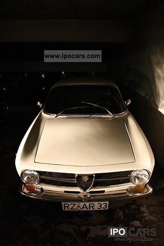 Alfa Romeo  GT 1300 Junior 1972 Vintage, Classic and Old Cars photo