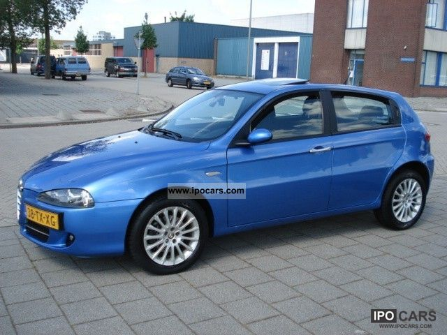 2007 alfa romeo alfa 147 1 9 16v jtd distinctive car photo and specs. Black Bedroom Furniture Sets. Home Design Ideas