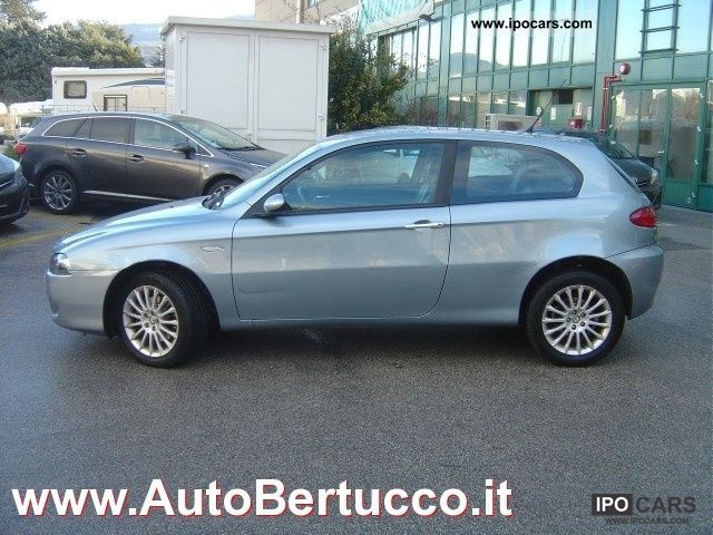 2005 alfa romeo 147 1 9 jtd 115 3 porte distinctive. Black Bedroom Furniture Sets. Home Design Ideas