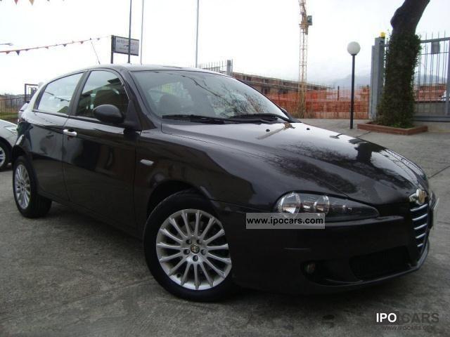 2005 Alfa Romeo  147 1.9 16v 150cv JTDm 5p. Distinctive Limousine Used vehicle photo