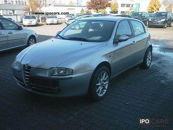 2002 Alfa Romeo  147 1.6 T. Spark, 5 doors, air conditioning, aluminum 16 Limousine Used vehicle photo