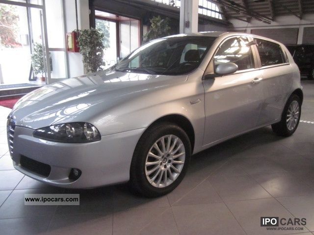 2006 Alfa Romeo  147 1.9 JTD (120) 5 Distinctive porte Limousine Used vehicle photo