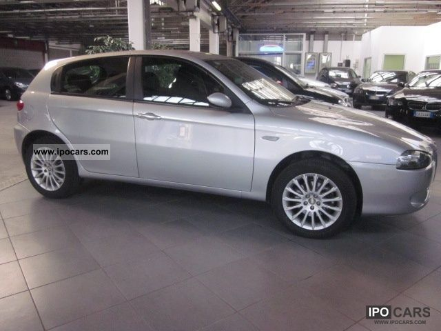 2006 alfa romeo 147 1 9 jtd 120 5 distinctive porte car photo and specs. Black Bedroom Furniture Sets. Home Design Ideas