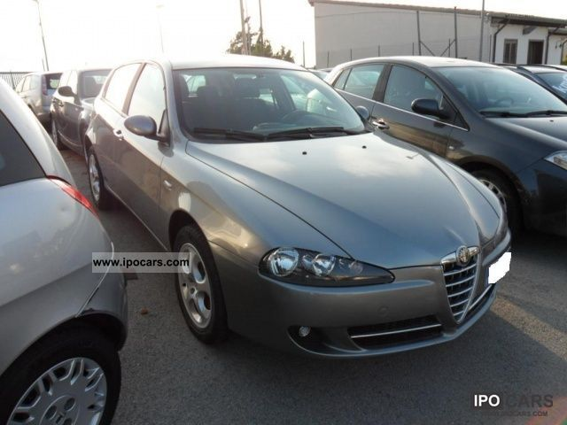 2007 alfa romeo 147 1 9 jtd 120 5 distinctive porte car photo and specs. Black Bedroom Furniture Sets. Home Design Ideas
