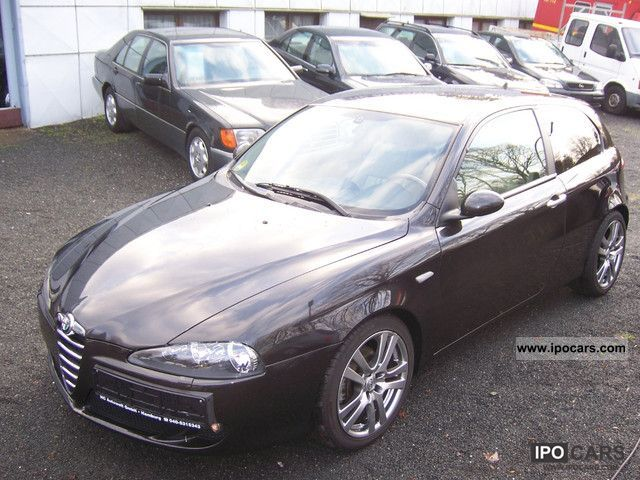 2005 Alfa Romeo  1.9 JTD 16V M-jet air / leather / checkbook Limousine Used vehicle photo