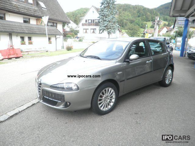 2005 Alfa Romeo  147 1,9 JTD Distinctive, Parking sensors, Automatic Air Small Car Used vehicle photo