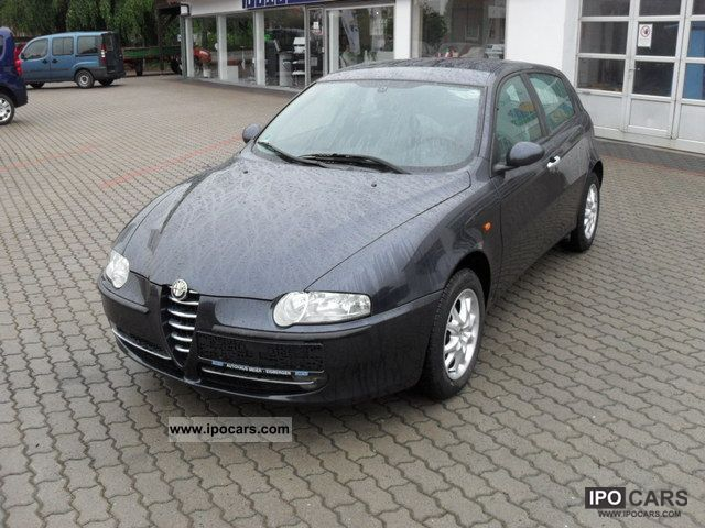 2006 Alfa Romeo  147 1.6 Distinctive Limousine Used vehicle photo