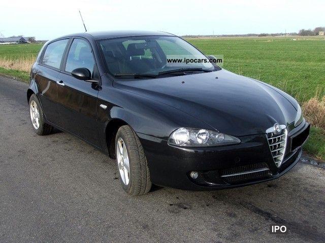 2009 Alfa Romeo  147 1.6 TS 16V Corse (including summer + winter wheels) Limousine Used vehicle photo