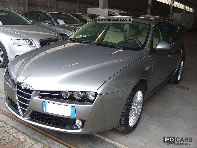2006 Alfa Romeo  159 2.4 20V SW JTDm Distinctive con motore revis Estate Car Used vehicle photo