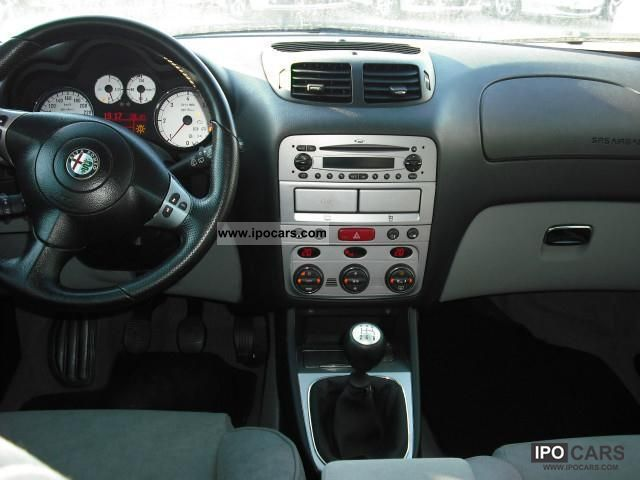 alfa romeo   distinctive car photo  specs