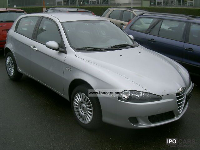 2005 Alfa Romeo  Alfa 147 1.9 JTD Progression, you save € 10,636 Limousine Pre-Registration photo
