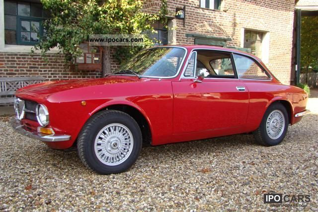 1971 Alfa Romeo  1300 GT Junior Sports car/Coupe Classic Vehicle photo