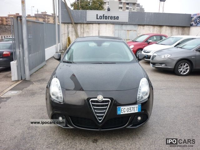 2011 Alfa Romeo  Giulietta 6.1 JTDm CV-2105 Distinctive Limousine Used vehicle photo