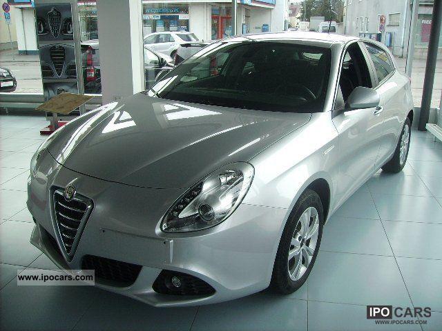 2011 Alfa Romeo  Giulietta 1.4 TB MultiAir Turismo * Klimaautomat * Limousine Demonstration Vehicle photo