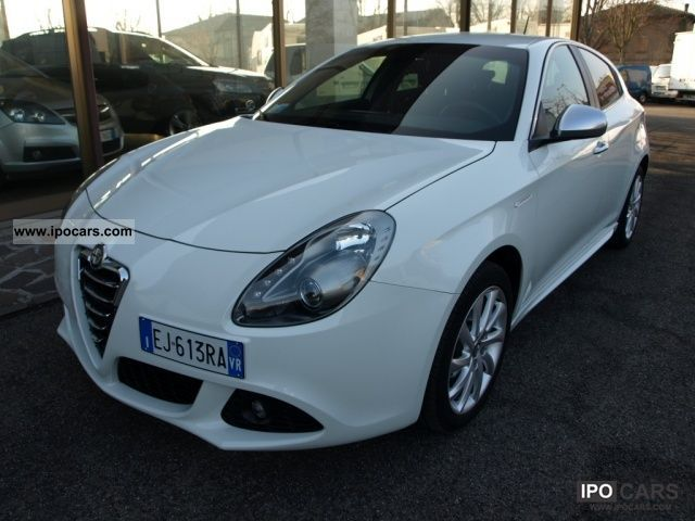2011 Alfa Romeo  Giulietta 6.1 Distinctive MJT Limousine Used vehicle photo