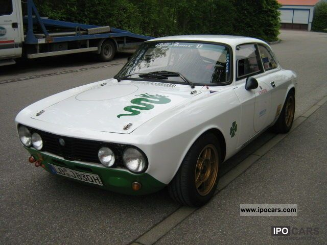 Alfa Romeo  GTV with a roll cage, racing car with a perm 1976 Vintage, Classic and Old Cars photo
