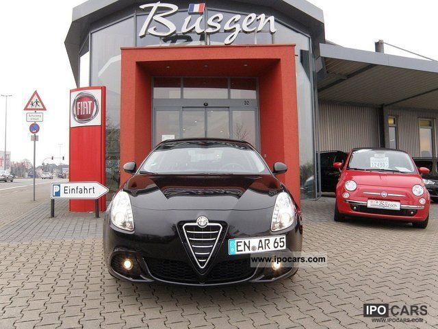 2011 Alfa Romeo  Giulietta 1.4 TB 16V Turismo included Winter tires Limousine Demonstration Vehicle photo