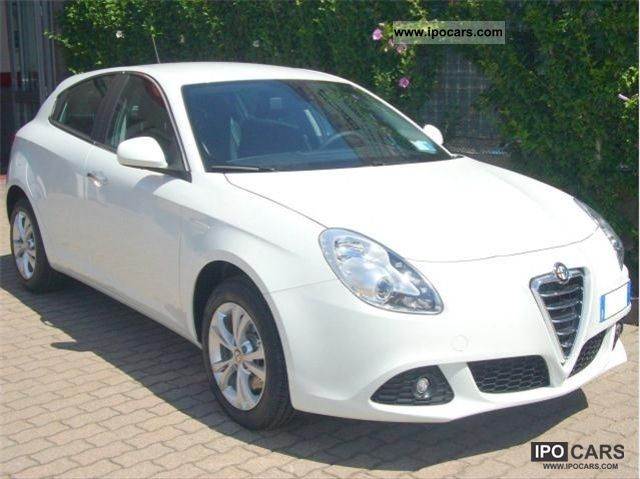 2011 Alfa Romeo  Giulietta 6.1 JTDm-2 105cv Distinctive € 5 Limousine Pre-Registration photo