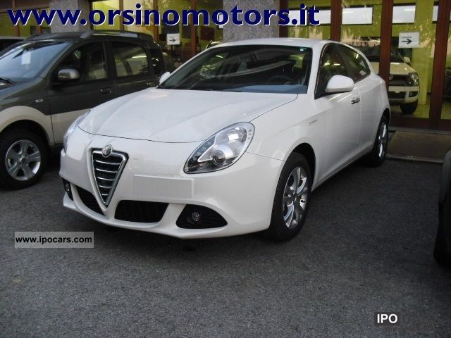 2012 Alfa Romeo  Giulietta 6.1 JTDm CV-2105 Distinctive Limousine Pre-Registration photo