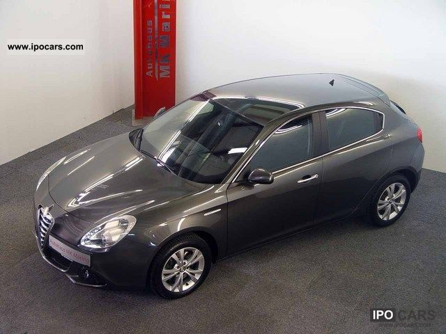 2010 Alfa Romeo  Giulietta 2.0 JTDM * 2011 MODEL TOPPREIS! ! Limousine Employee's Car photo