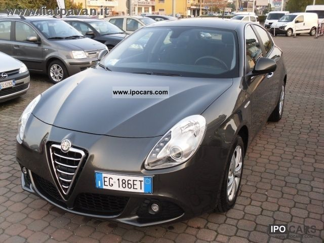 2011 Alfa Romeo  Giulietta 1.6 JTD DISTINCTIVE 105cv Limousine Used vehicle photo