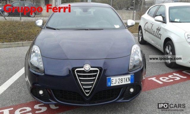 2011 Alfa Romeo  Giulietta 2.0 JTD Distinctive 140 CV blu met -2 Limousine Pre-Registration photo