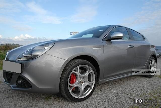 2011 alfa romeo giulietta car photo and specs. Black Bedroom Furniture Sets. Home Design Ideas