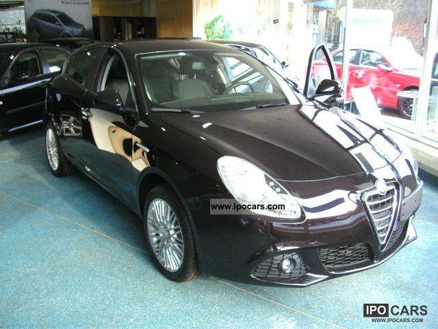2011 Alfa Romeo  Giulietta Turismo Limousine Pre-Registration photo