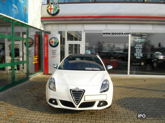 2012 Alfa Romeo  Giulietta Turismo M-Sport Package Air TCT I Limousine Demonstration Vehicle photo