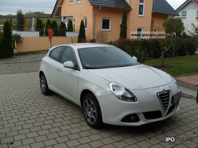 2011 alfa romeo giulietta super car photo and specs. Black Bedroom Furniture Sets. Home Design Ideas