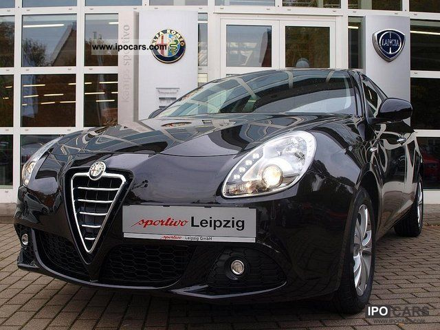 2012 Alfa Romeo  Giulietta 1.6 JTDM Turismo * Armrest * Limousine Demonstration Vehicle photo
