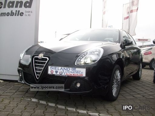 2012 Alfa Romeo  Giulietta TCT 1.4TB Multiair with leather / Klimaaut Limousine Pre-Registration photo