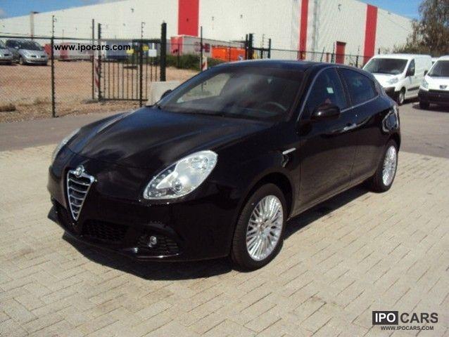 2011 Alfa Romeo  Giulietta 2.0 JTDm Turismo Leather Navi Panoramad. Limousine Pre-Registration photo