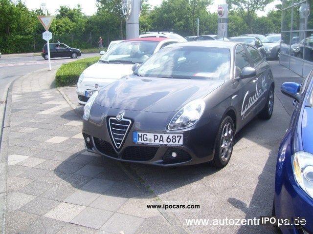 2010 Alfa Romeo  Giulietta 2.0 JTDM 16V Turismo Limousine Demonstration Vehicle photo