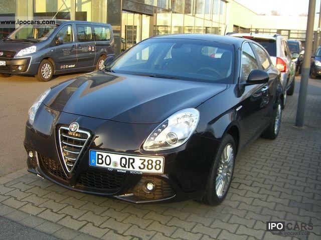 2011 Alfa Romeo  Giulietta 1.4TB TCT automatic Limousine Demonstration Vehicle photo