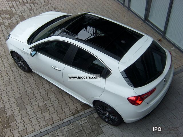 2012 Alfa Romeo  Giulietta 1.8 TBi 16V QV * Navi * 18inch * Panorama Limousine Pre-Registration photo