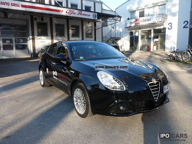 2011 Alfa Romeo  Giulietta Turismo TCT 170 hp Limousine Demonstration Vehicle photo