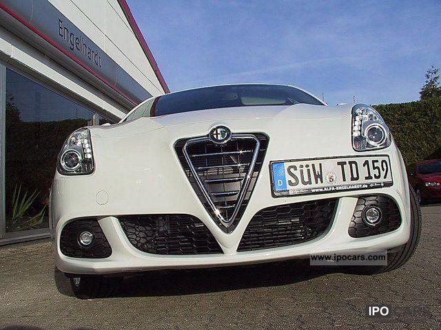 2011 Alfa Romeo  Giulietta 1.4 TB MultiAir 16V Turismo TCT Limousine Demonstration Vehicle photo